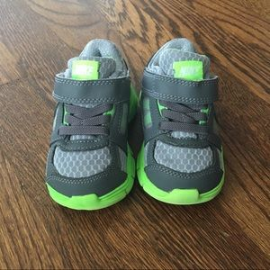 Nike Gray and Green Baby Toddler Velcro Shoes 5 5c